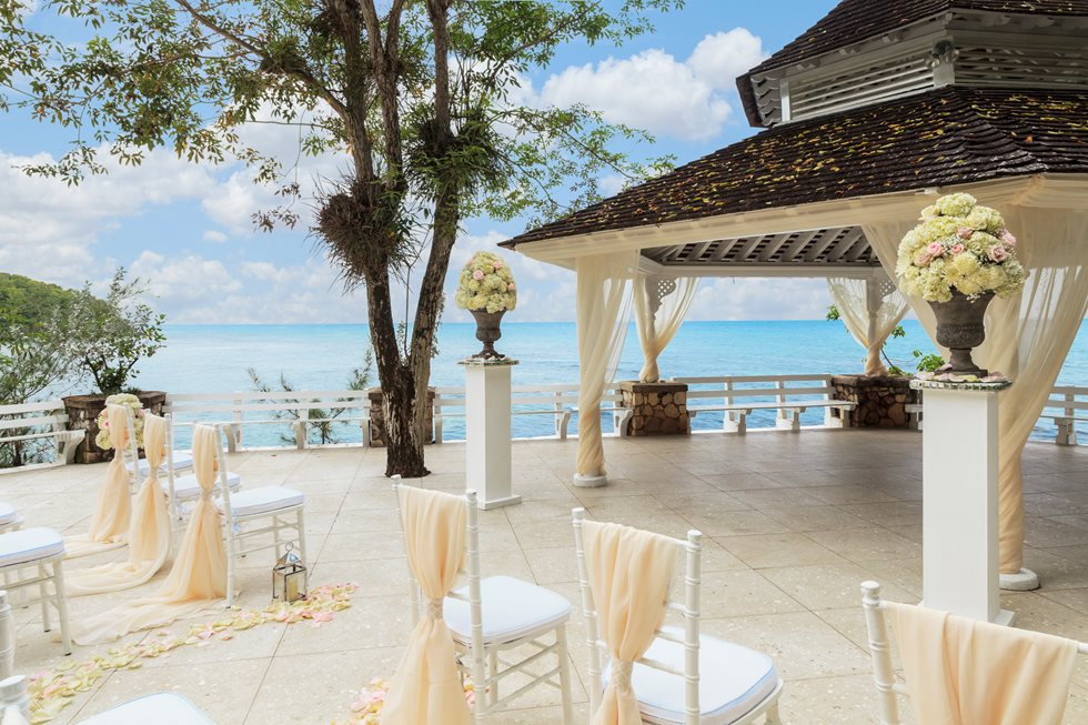 How to Plan a Beach Wedding in Jamaica