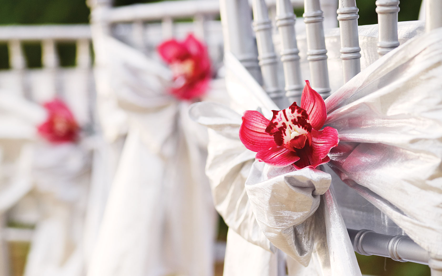 How to choose wedding flowers – our top tips - Couples Resorts