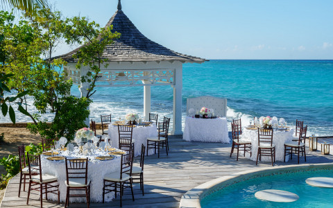 Couples Tower Isle: Private Island Weddings Venue