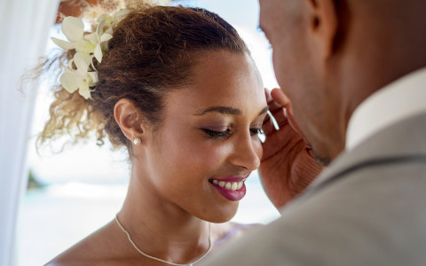 groom lightly grazes the side of the brides face